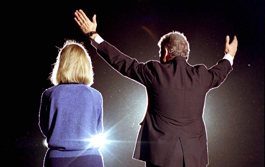 hillary-and-bill-clinton-1992-rtr-img.jpg